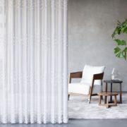 https://lifestyleraamdecoraties.nl/wp-content/uploads/2017/11/vitrage-gordijn-grijze-muur-180x180.jpg